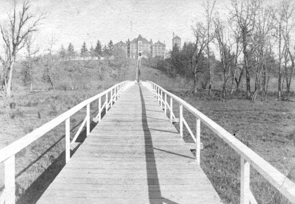 Longcliff walkway